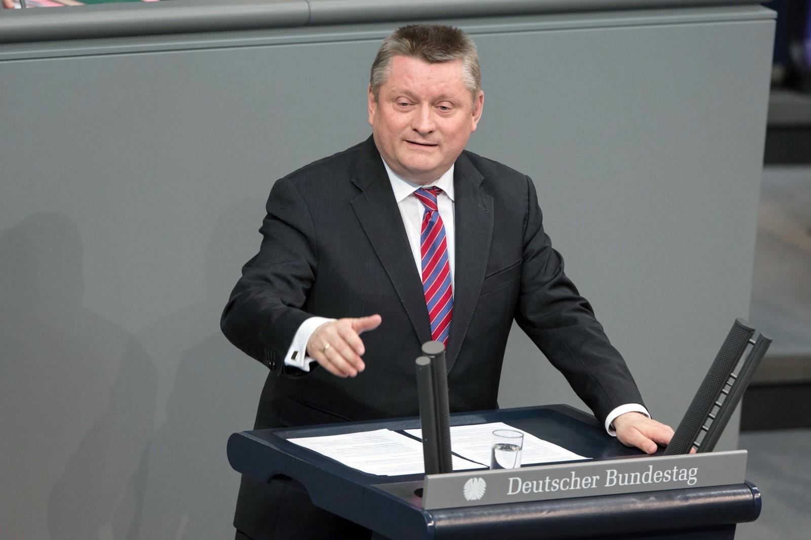 wpid-Groehe_Bundestag_HenningSchacht_300dpi.jpg